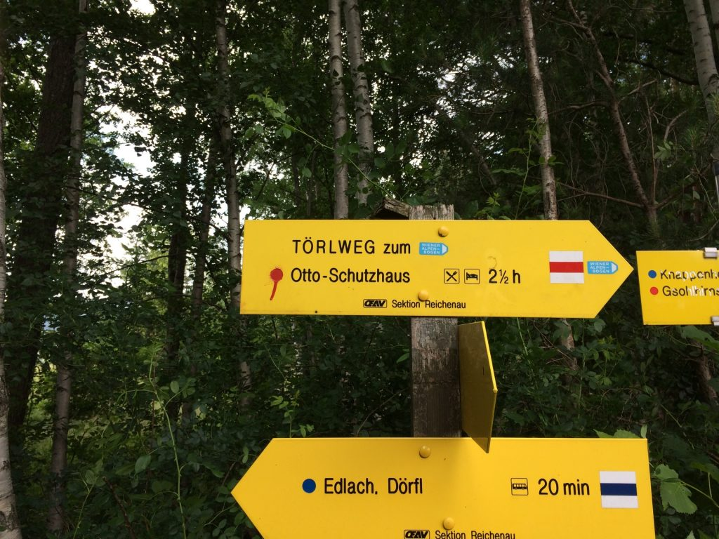 At the crossing, follow the white-red-white marked trail (Törlweg) towards Ottohaus
