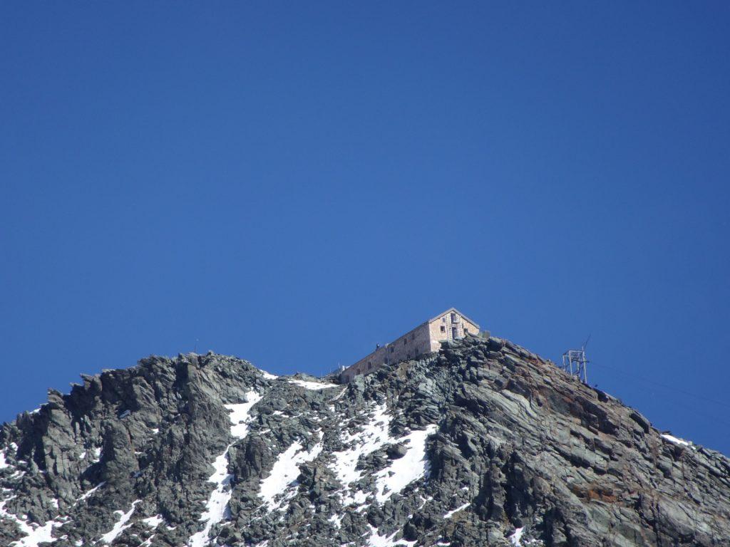 The Erzherzog-Johann-Hütte becomes visible