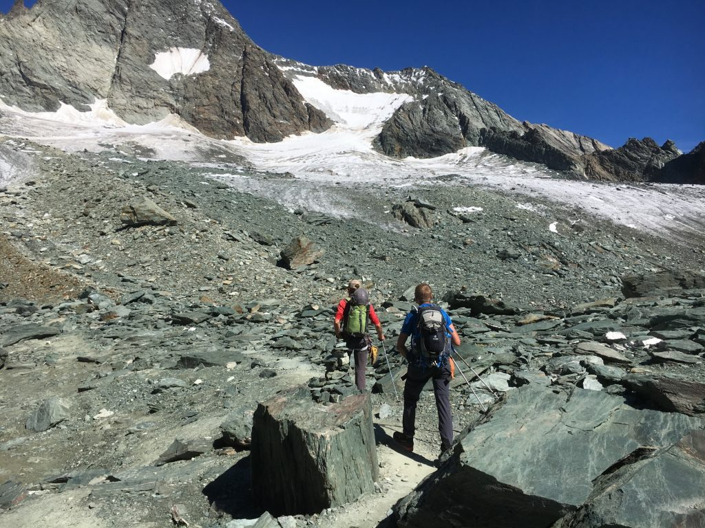 On the trail towards the Glacier
