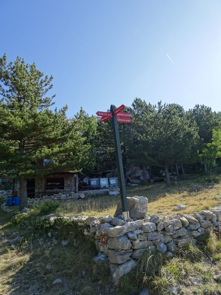 Keep straight towards Kula at the signpost