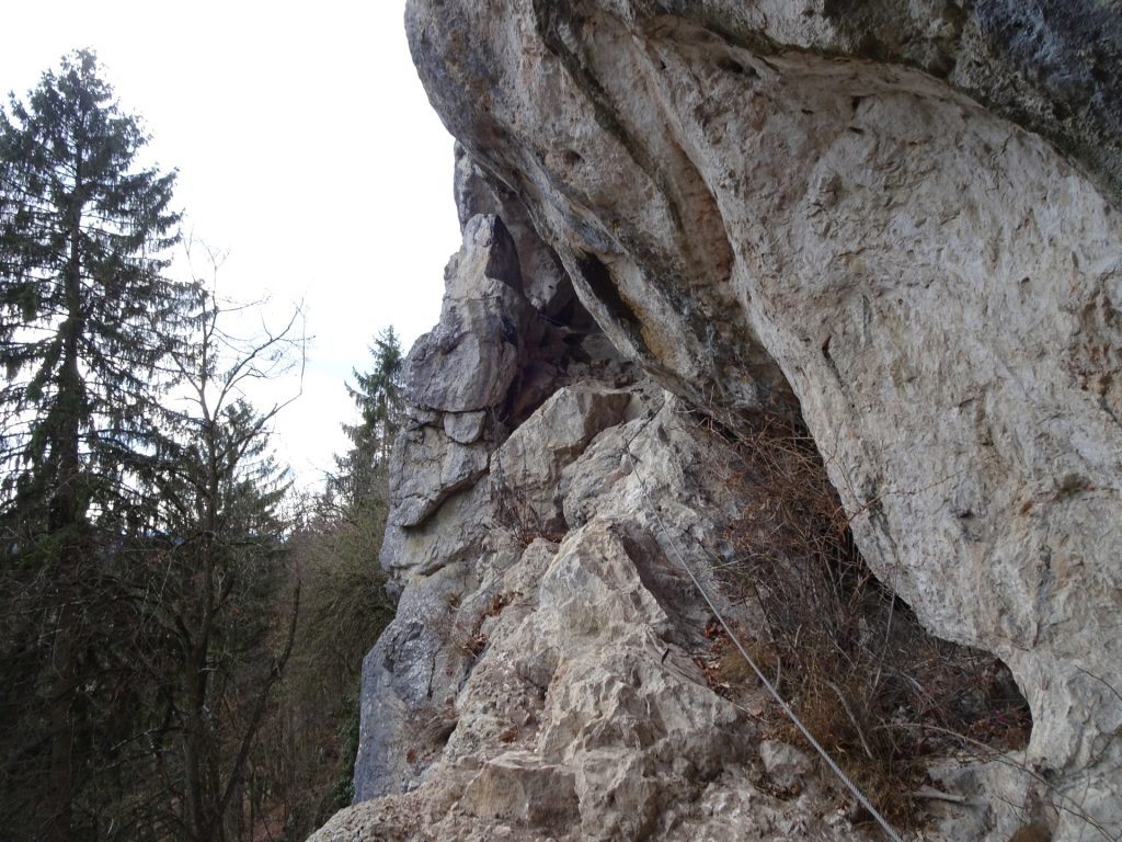 View towards the small cave of Währingersteig