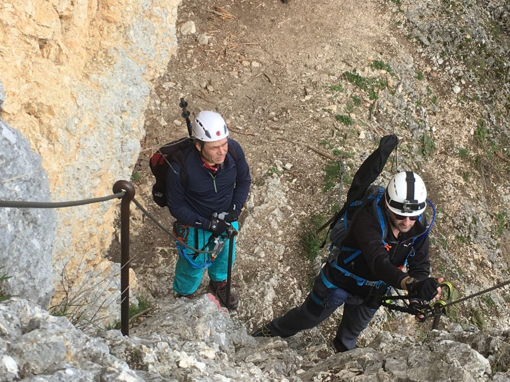 Stefan explains Nader the mechanism of the via ferrata harness
