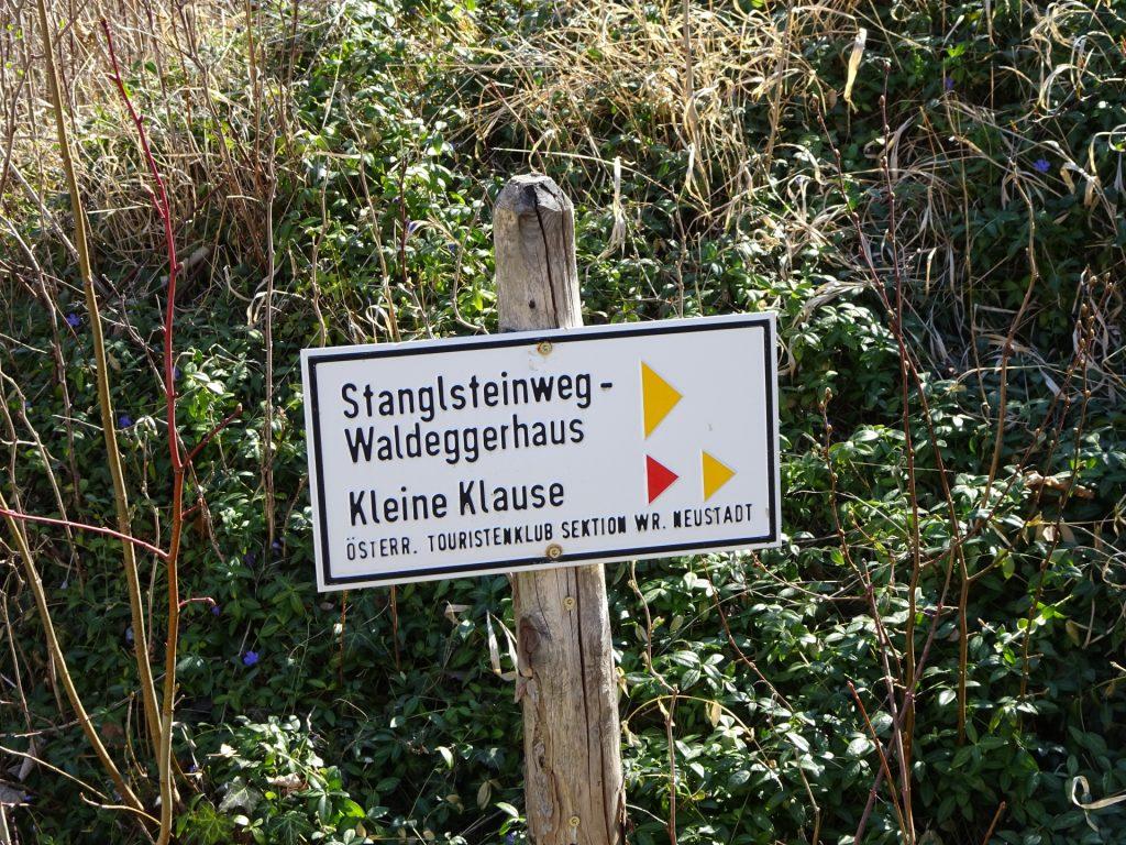 Follow red marking (Kleine Klause)