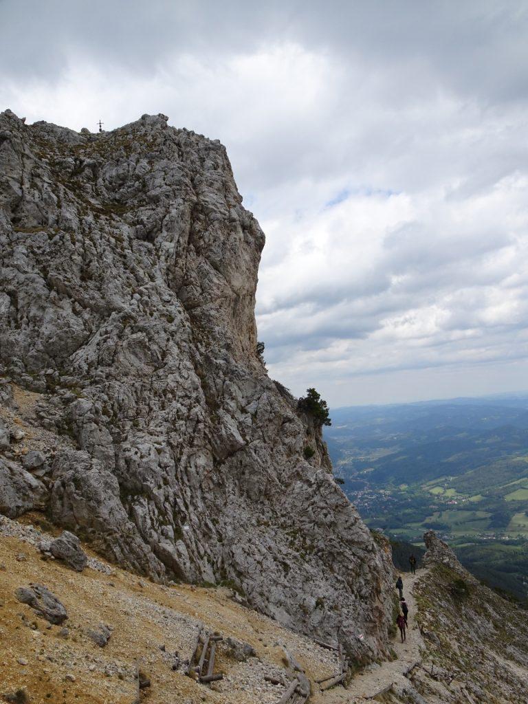 "The first few meters of ""Törlweg"" leading towards the start of ""Kronich-Eisenweg"" (C/D)"