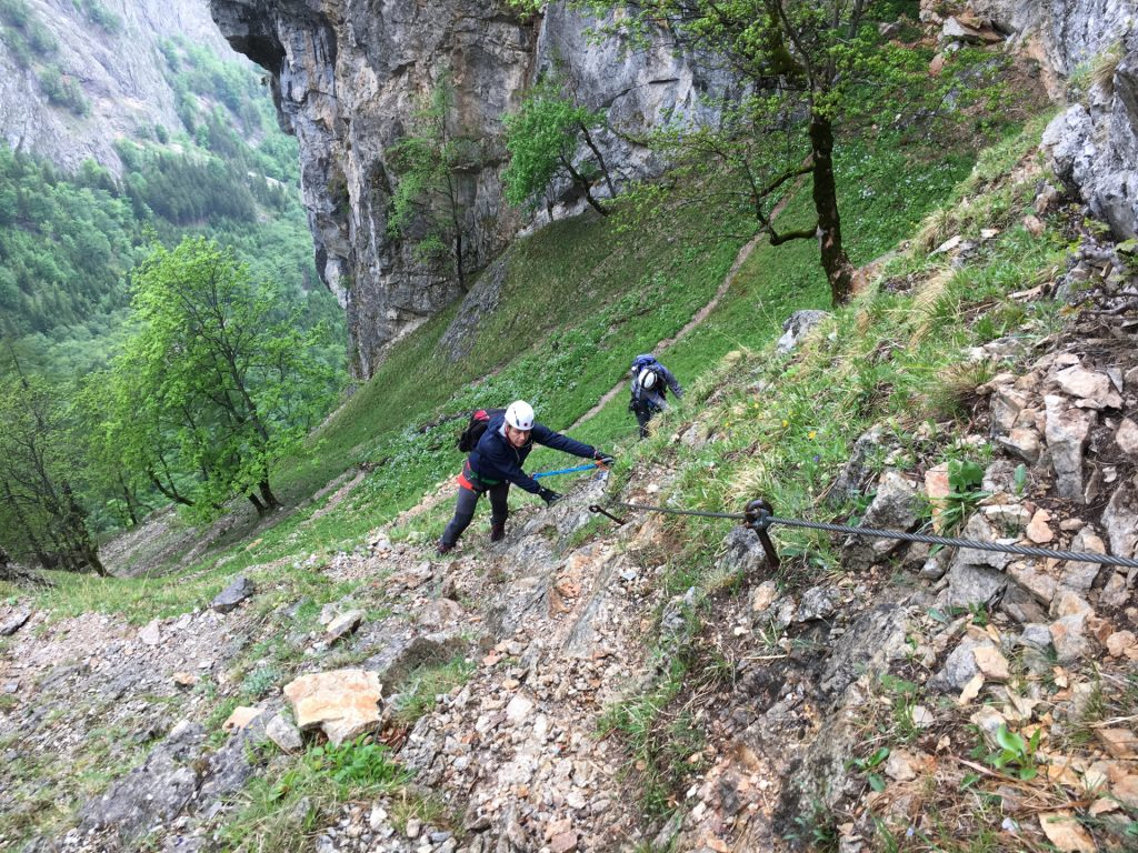 Nader and Stefan on the slippery (wet) traverse