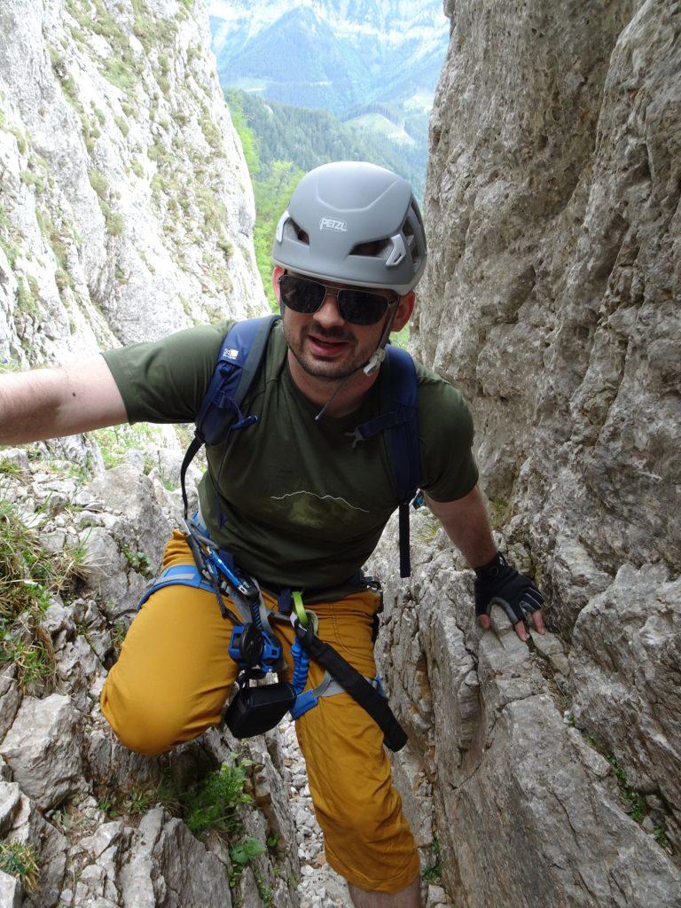 Predrag climbing up the Bärenloch chimney