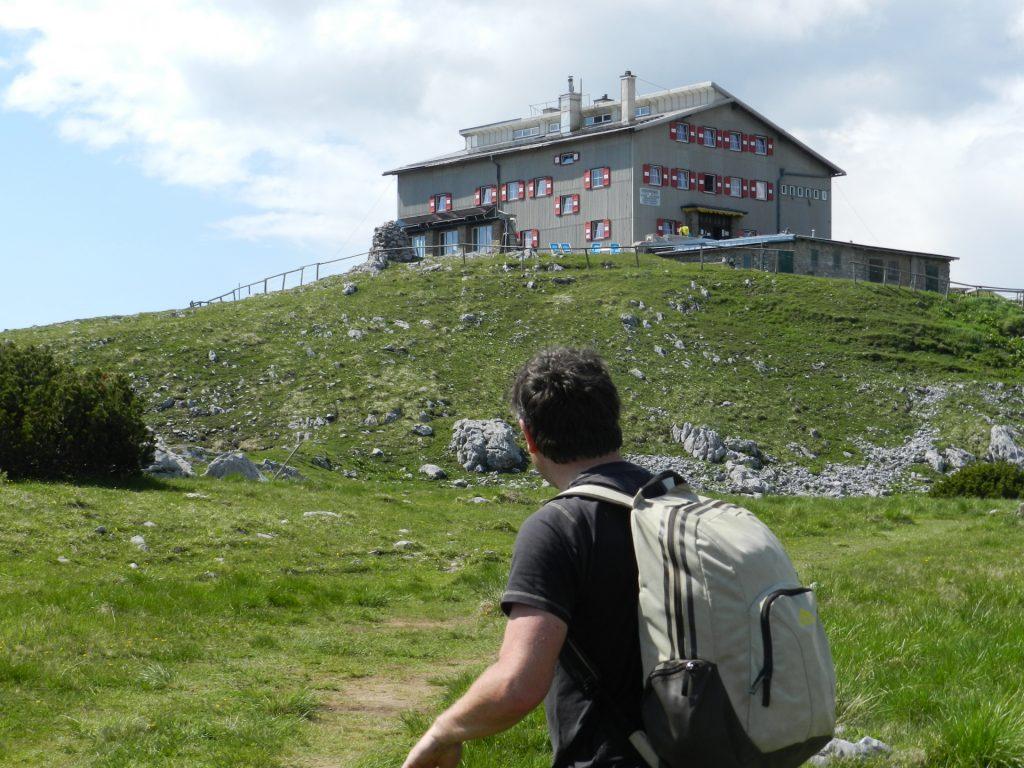 Robert reaching the Habsburghaus