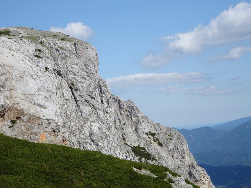View towards the via ferrata from the hiking trail (Göbl-Kühn-Steig) downwards