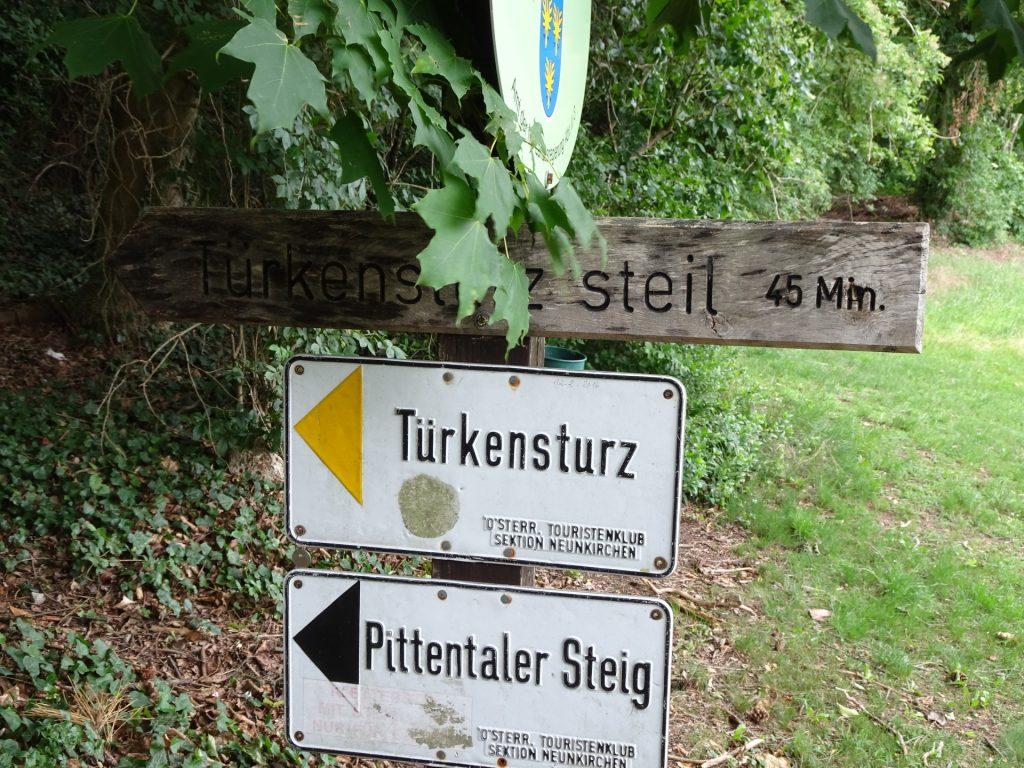 "Signpost towards ""Pittentaler Steig"""