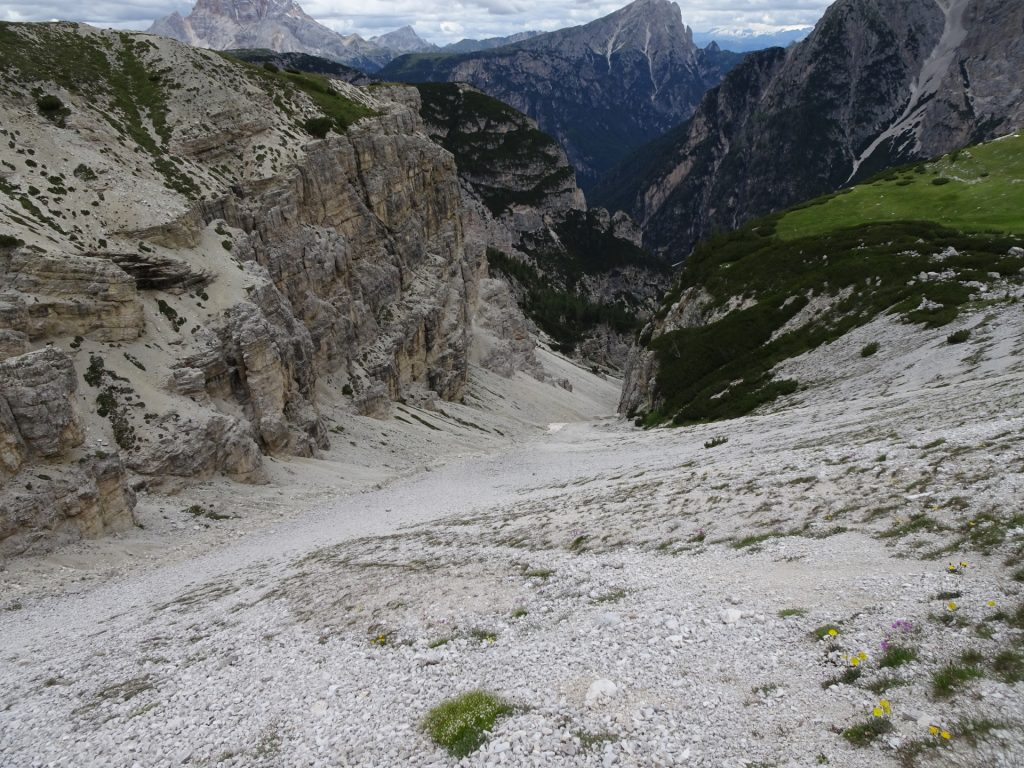 """View on the trail towards the """"tre cime"""" (three peeks)"""