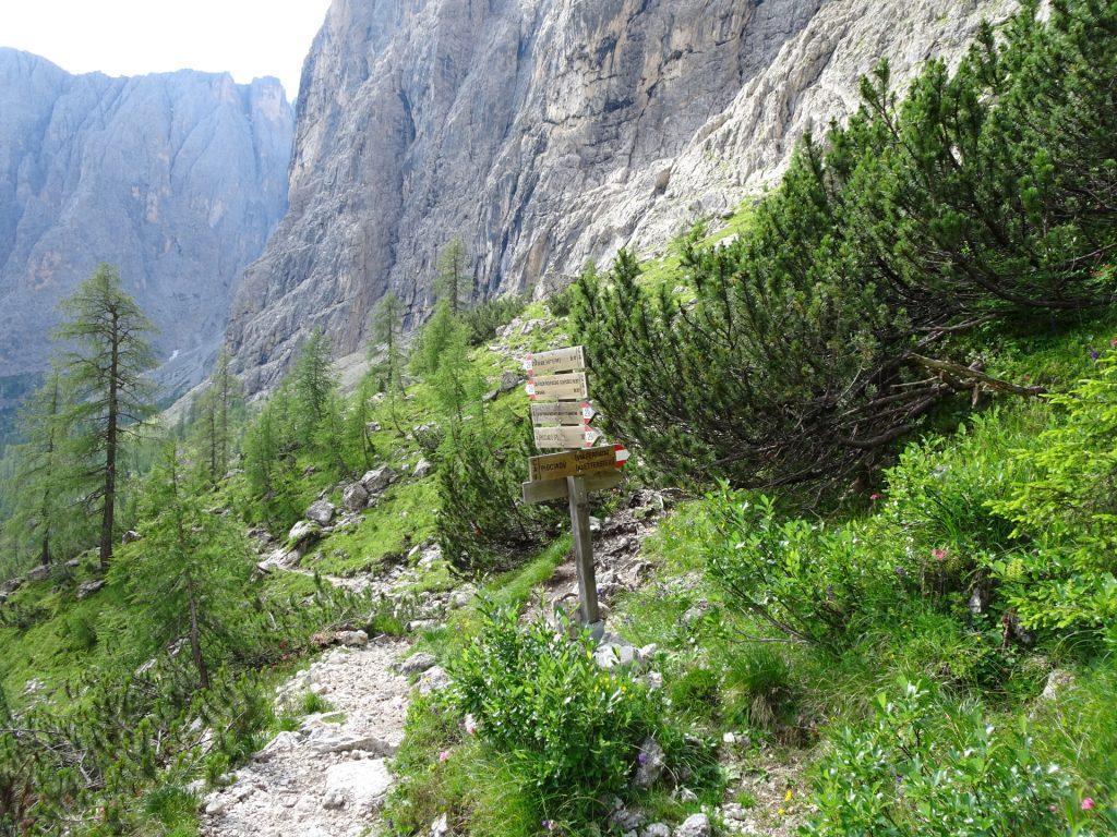 "Turn right here (follow the signpost ""Pisciadù Via Ferrata"")"