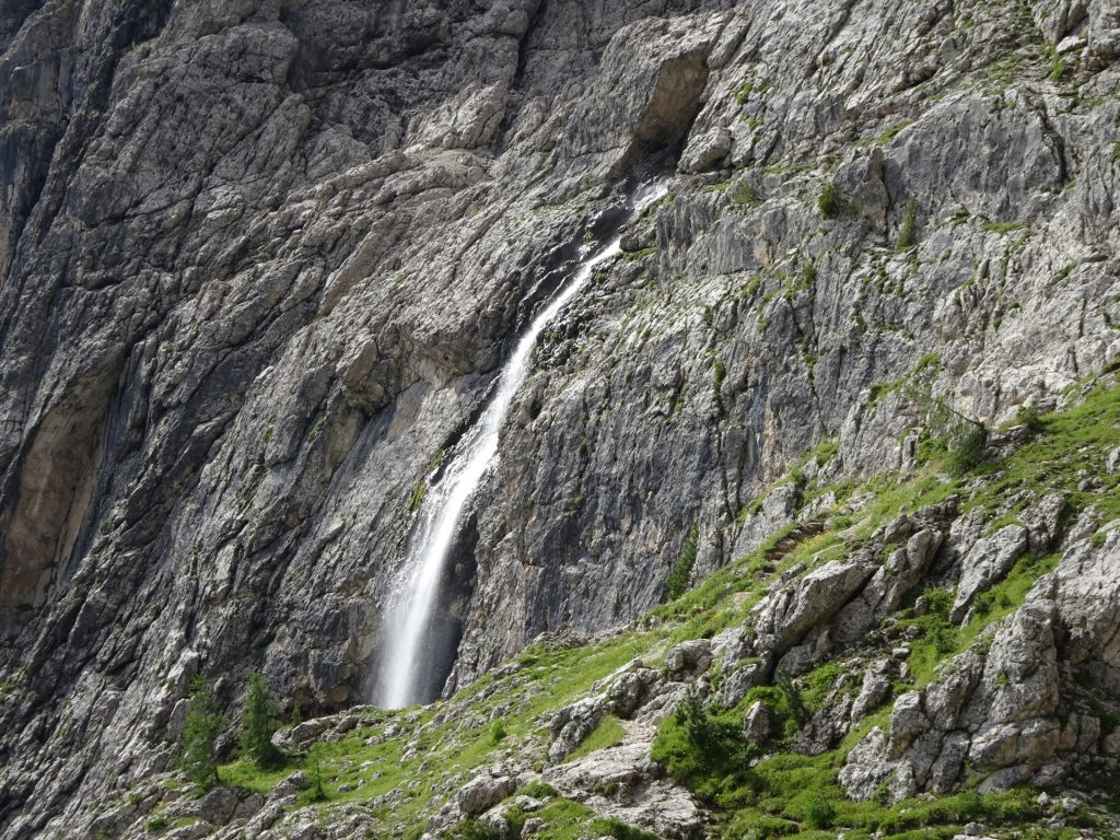 Getting closer to the impressive waterfall