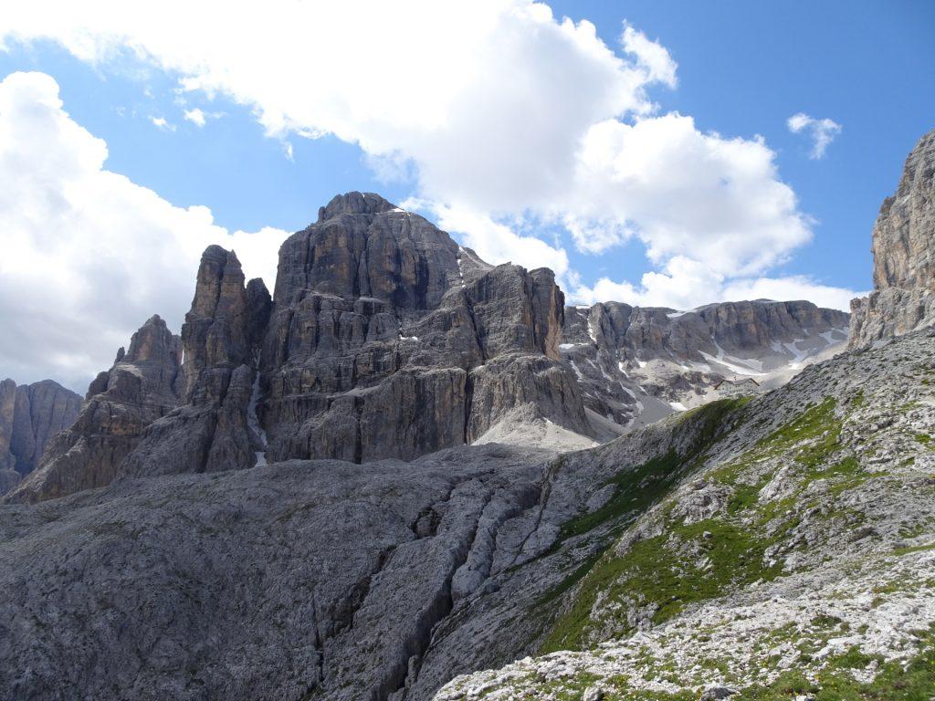The Pisciadù hut in front of Cime Pisciadù