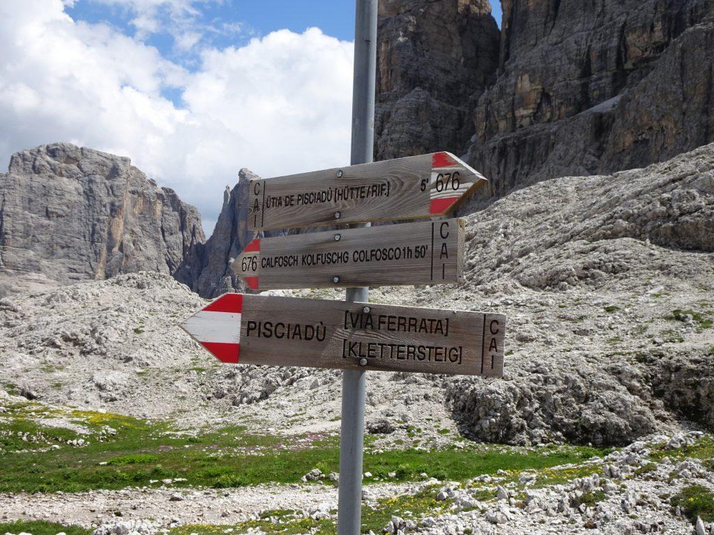 """Follow the route 676 towards """"Calfosch Kolfuschg Colfosco""""!"""