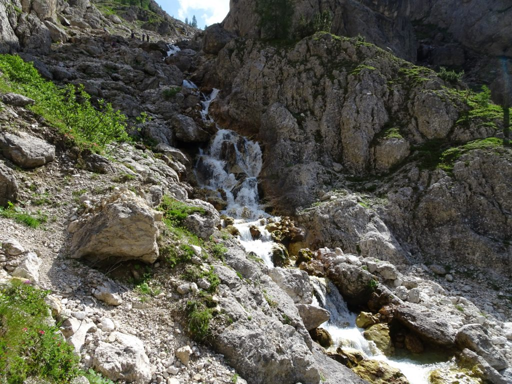 Stunning views on the waterfalls next to the trail