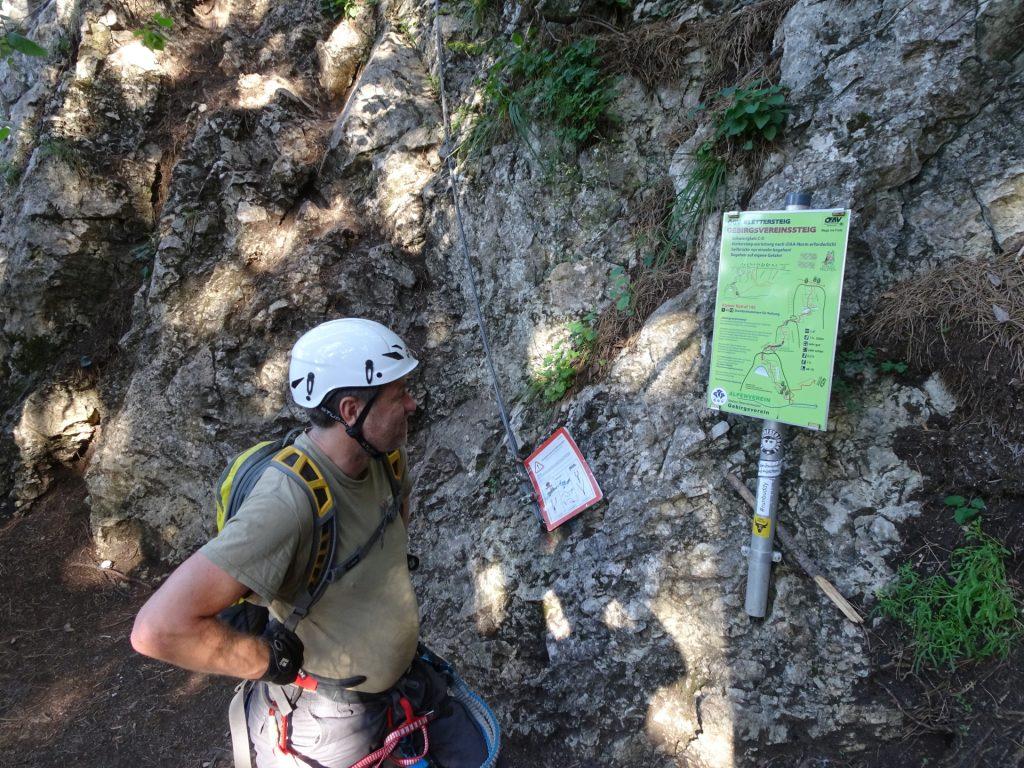 Robert studies the topo of the GV-Steig