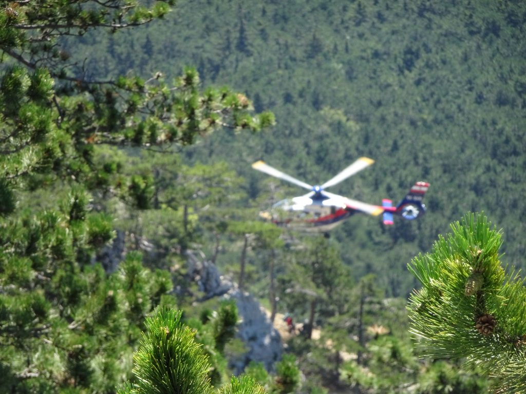 Helicopter rescues climbers stuck at the crux of GV-Steig