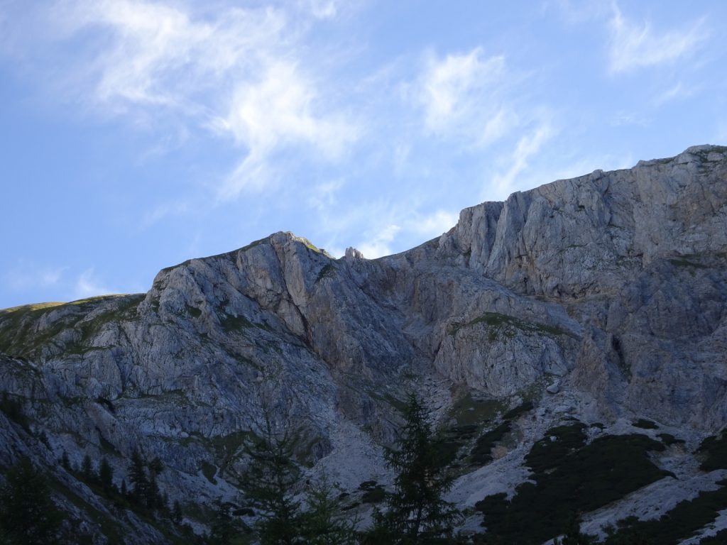 Impressive mountain scenery seen from the trail