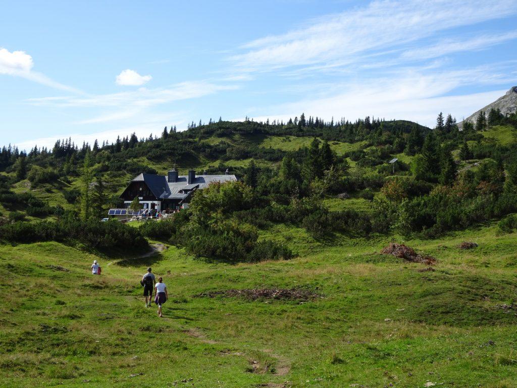 "Approaching the ""Sonnschienhütte"""
