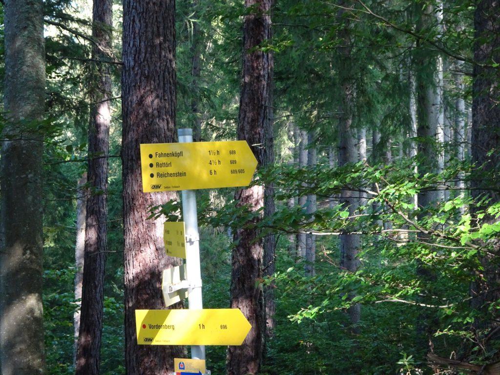 "Follow the trail ""689"" at ""Barbarakreuz"" towards the ""Fahnenköpfl"""
