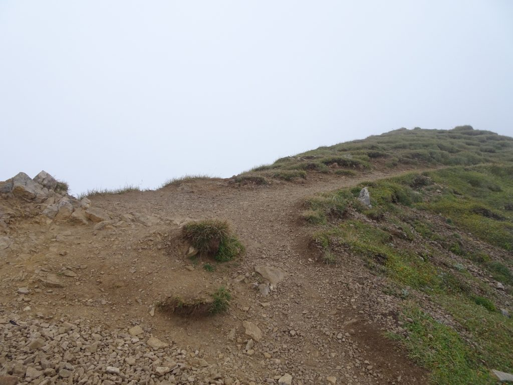 At the ridge, turn left here and climb up to the summit (UIAA I-)