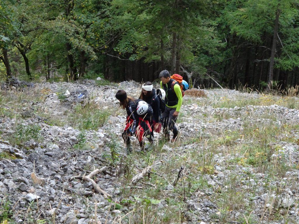 "Amelie, Saskia and Thomas on the ascent towards ""AV-Steig"""