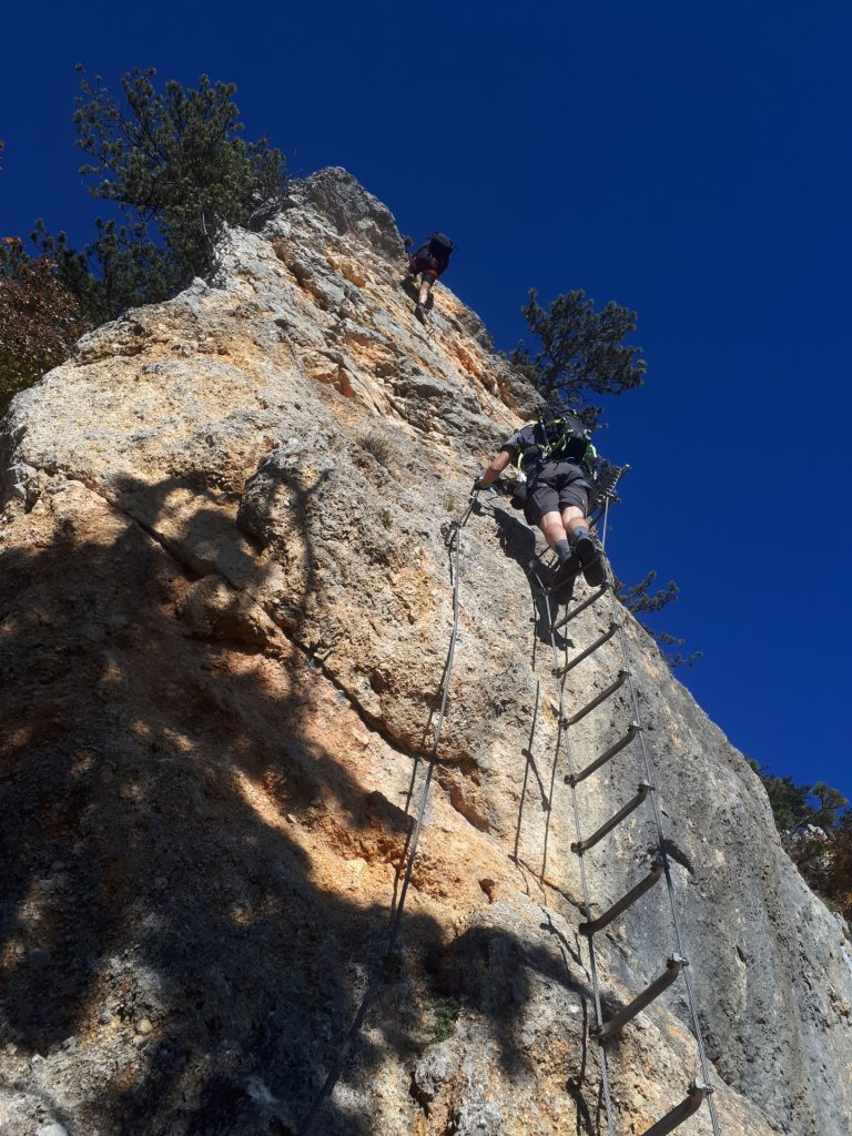 GV-Steig: Bernhard and Stefan at the hang glider and its steep wall ((10), C/D)