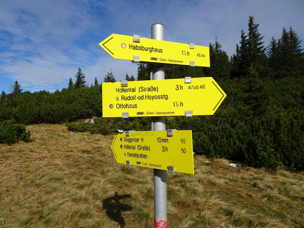 """Follow the trail towards """"Ottohaus"""" (note that the """"Gloggnitzer hut"""" is only open on Sat and Sun 14pm)"""