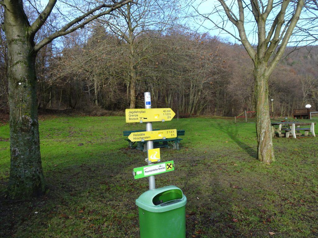 "Follow the trail towards ""Grenze"""